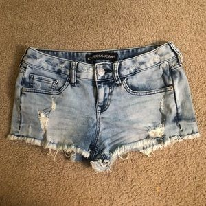 LOW RISE ACID WASHED JEAN SHORTS
